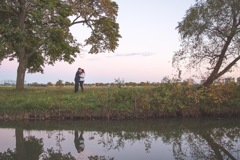 Engagement-Belle-Isle-Detroit-Couple-Kiss-Big-Tree-Reflection-River