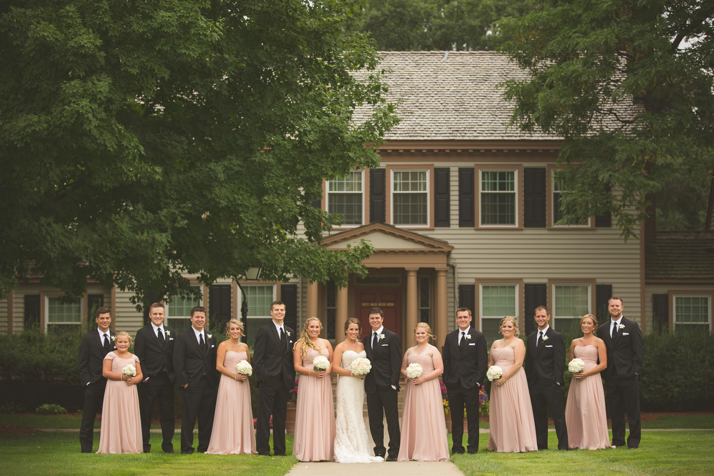 Dearborn-Wedding-The-Dearborn-Inn-Bridal-Party