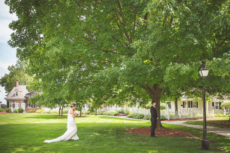 Dearborn-Wedding-The-Dearborn-Inn-Walk-To-First-Look