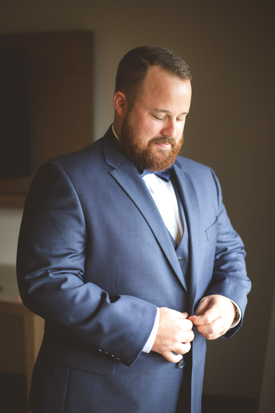 Detroit-South-Lyon-Wedding-Photographer-Groom-Prep