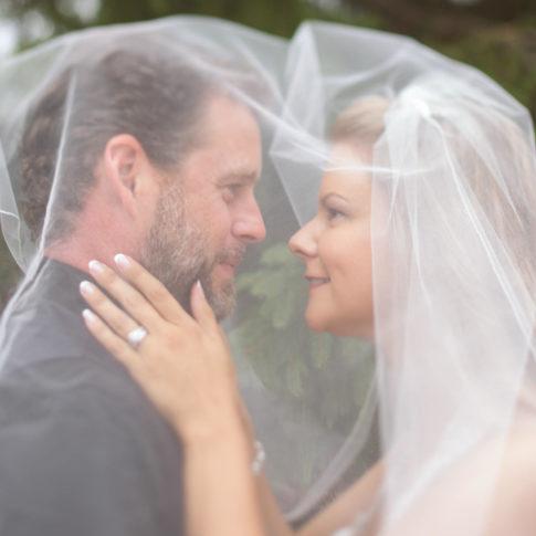 Mt-Brighton-Wedding-Veil-Bride-Groom-Portrait